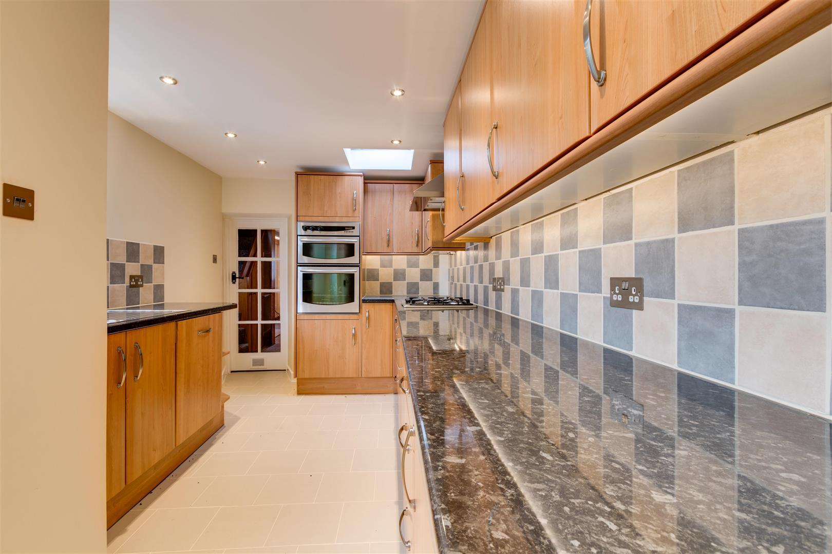 Kitchen V2.jpg